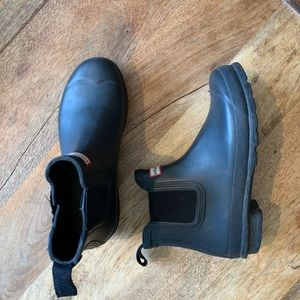 Hunter Chelsea low rain boot with shearling inside